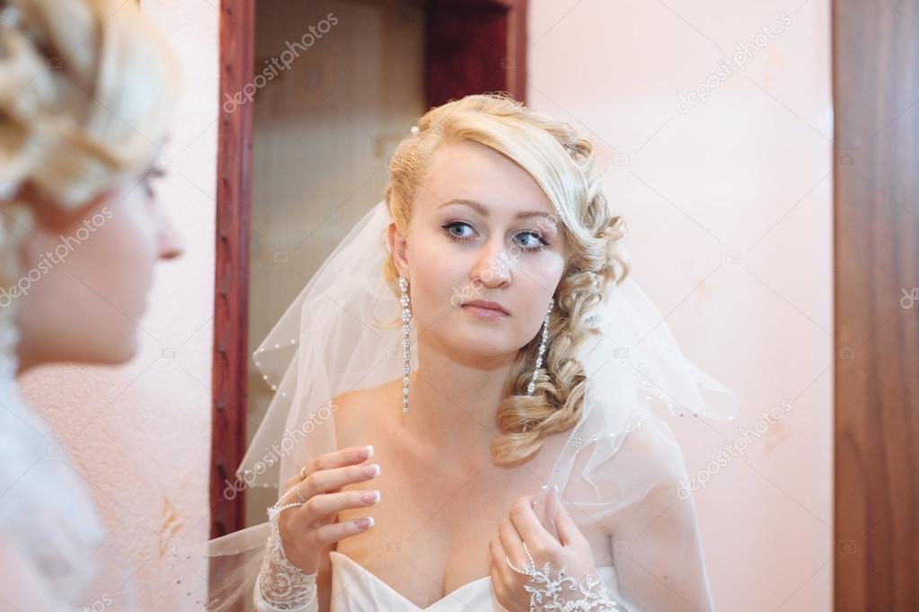 Braut Die Immer Bereit Schöne Braut In Weiße Hochzeit Kleid Mit