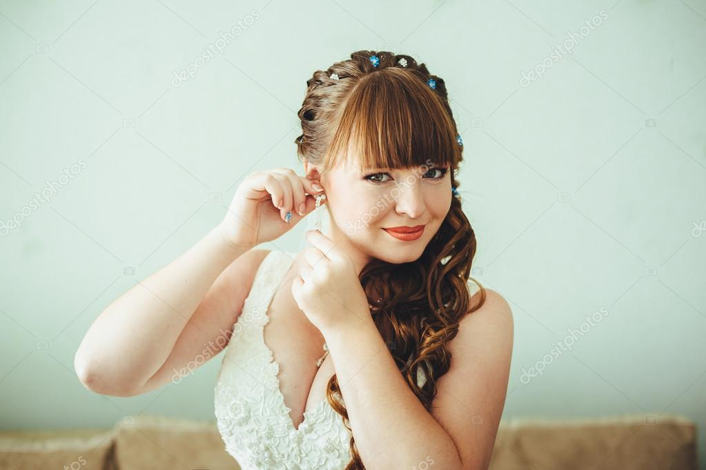 Bride getting ready in the morning. Woman dressing gown. — Stock ...