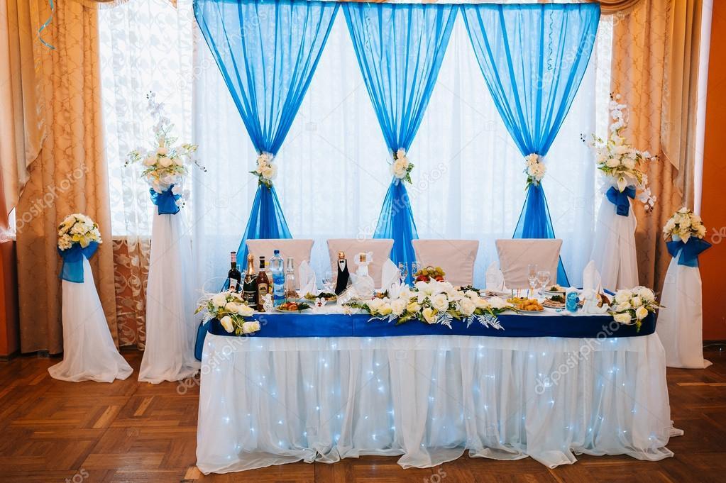 Table d 39 honneur pour les mari s la salle de mariage photographie azz 72470279 - Table des maries ...