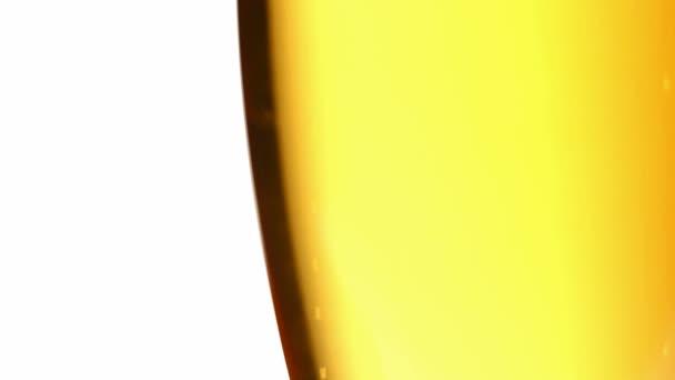 Bublinky ve sklenici piva