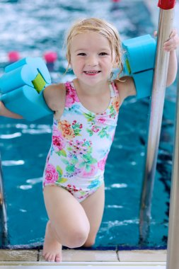 Healthy toddler girl in swimming pool