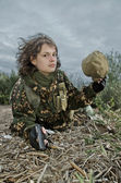 Fotografie junge Frau in Militäruniform