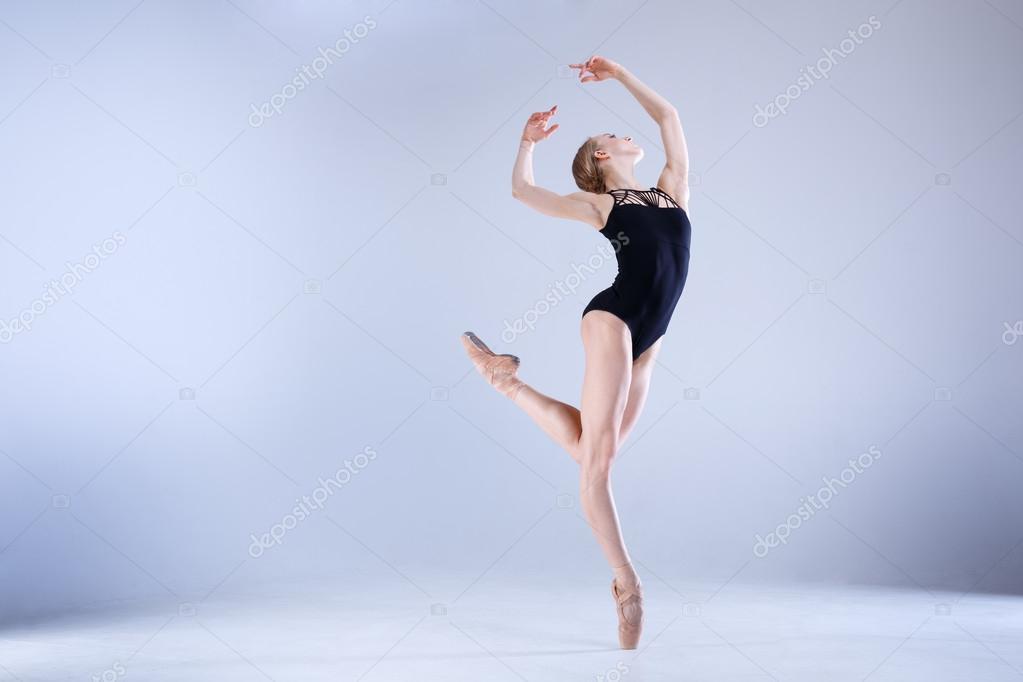 Ballerina moderna danza in studio foto stock for Immagini di ballerine di danza moderna
