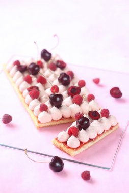 Low Rectangular Berry Cake with White Chocolate Mousse