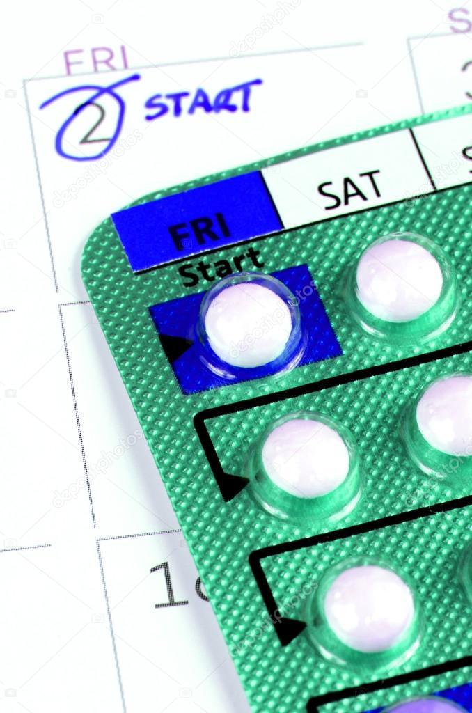 Tira de la píldora anticonceptiva en el calendario con tomar nota de ...