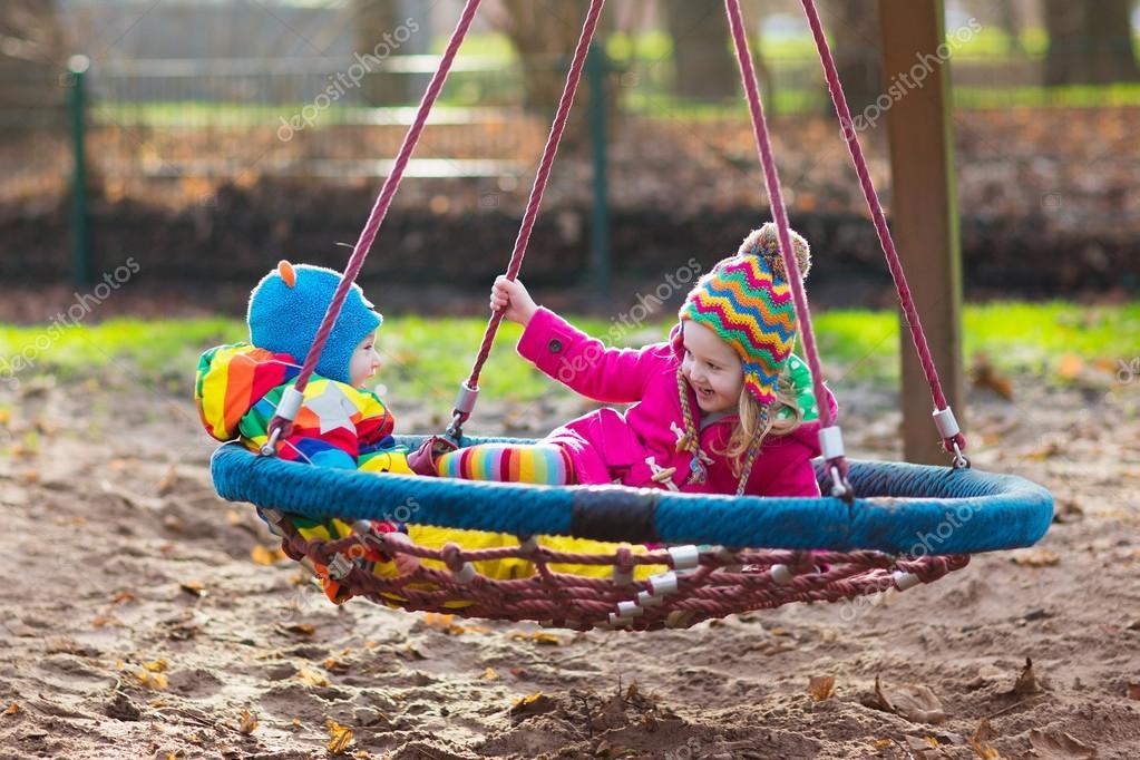 Niños en columpio infantil — Foto de stock © FamVeldman #123252726