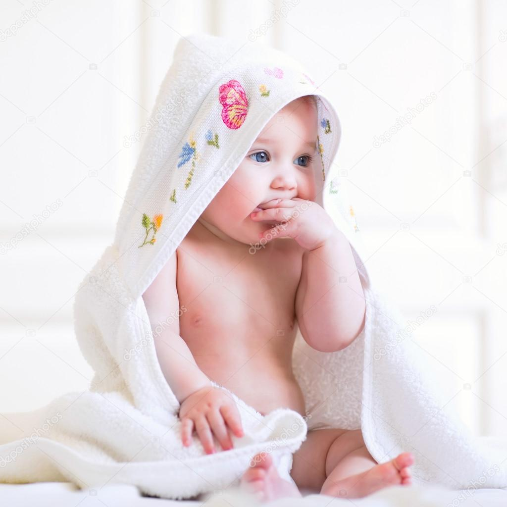 Pictures Baby Bath Towel Adorable Baby Girl Sitting Under A Hooded Towel After Bath Stock Photo C Famveldman 53545423 Search, discover and share your favorite adorable baby gifs. https depositphotos com 53545423 stock photo adorable baby girl sitting under html