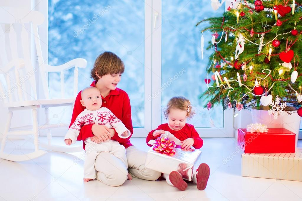 Kids opening Christmas presents — Stock Photo © FamVeldman #53549311
