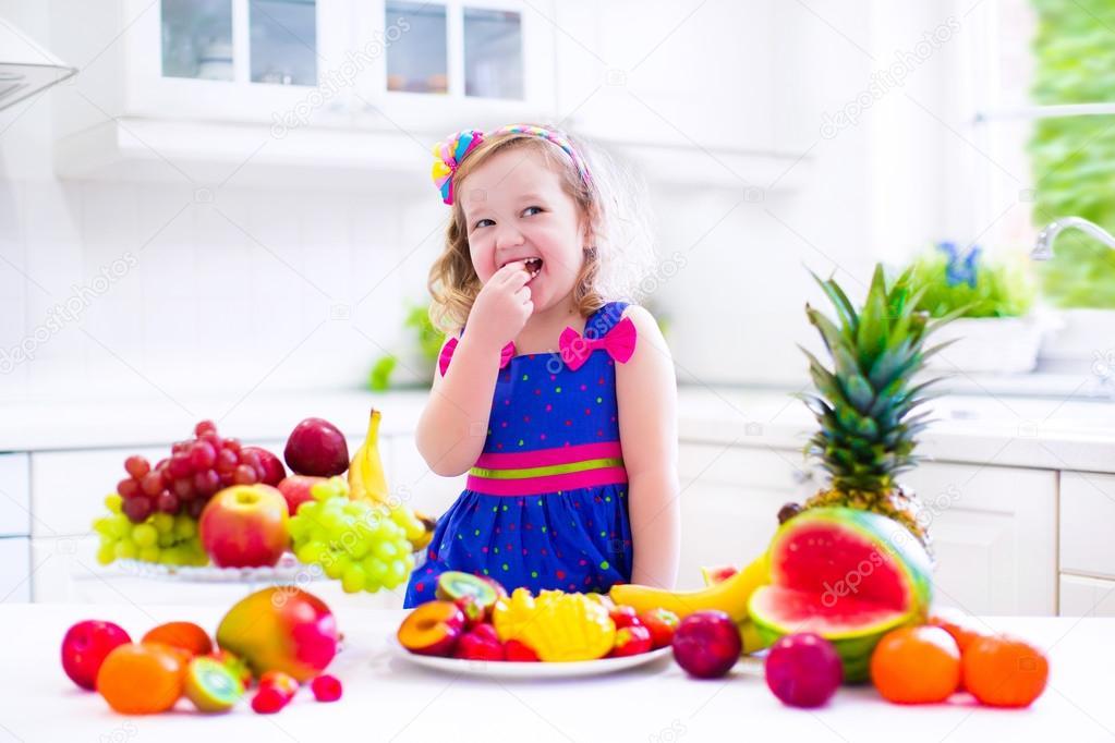 imagenes ninos comiendo frutas