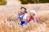 Fényképek Gyerekek a búzamező bajor jelmez