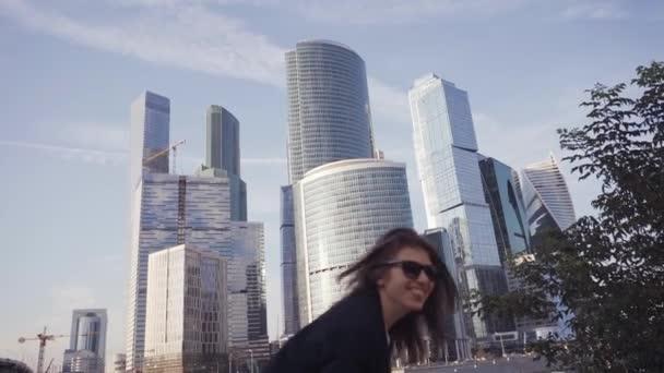 Kastade sonen fran skyskrapa 1