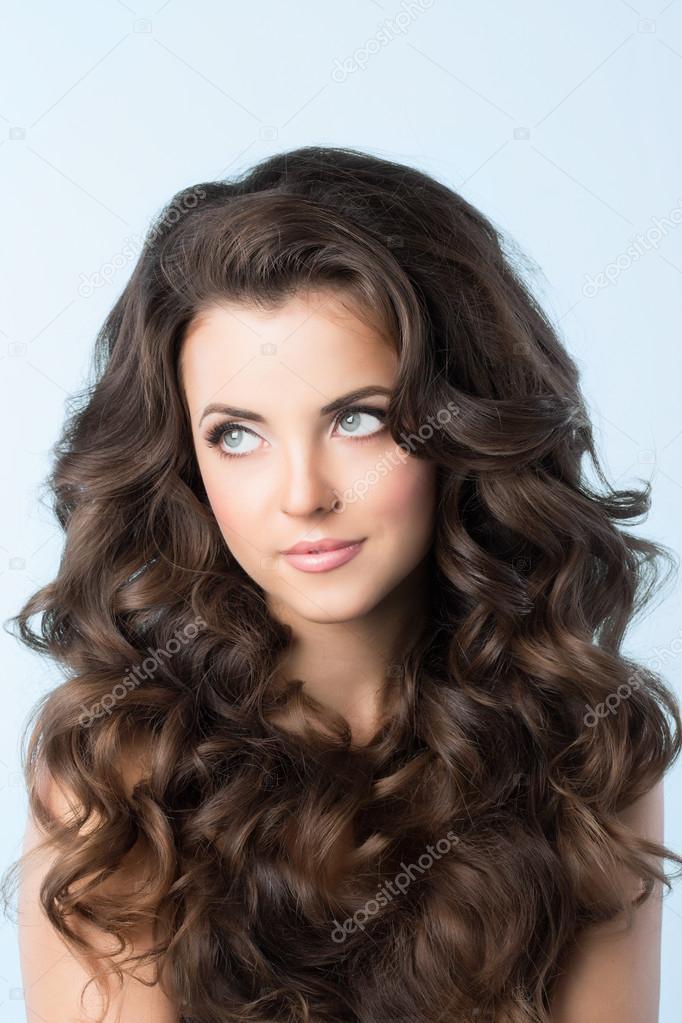 Сharming peinados pelo ondulado mujer Imagen de estilo de color de pelo - Peinado. Mujer con el pelo ondulado . — Fotos de Stock ...
