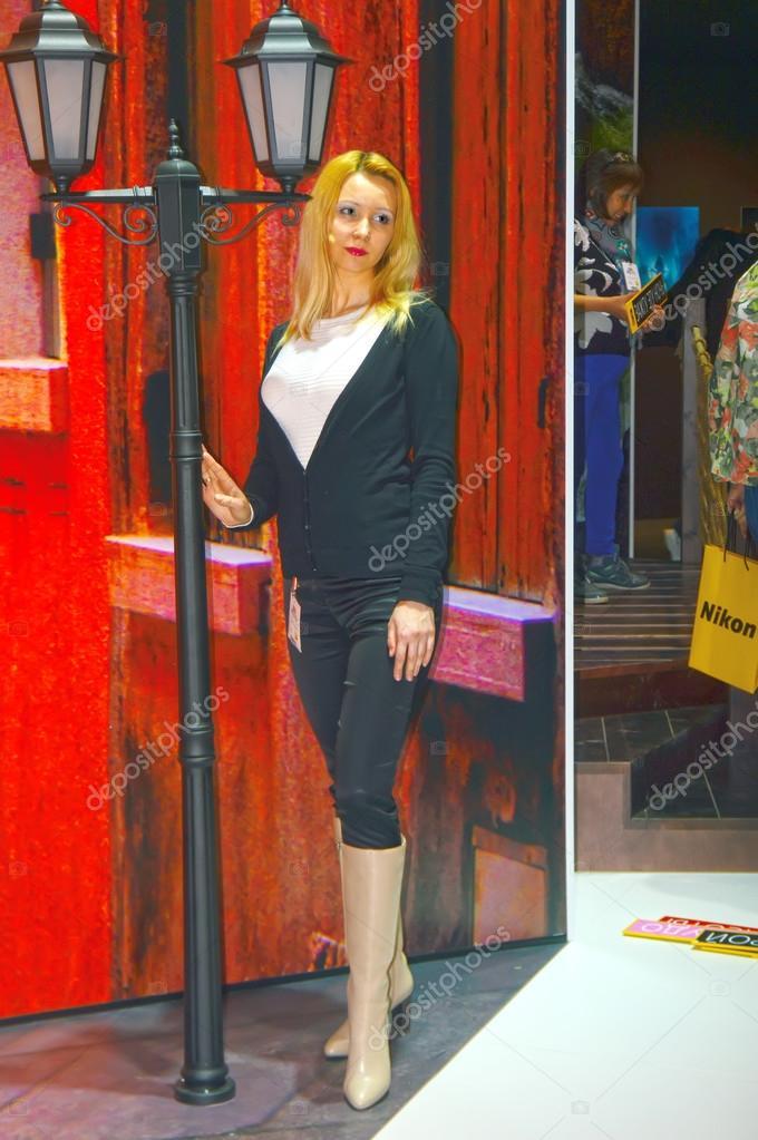 Expo 2015 Stand Enel : Foto expo 2015. modelo de belleza de moscú posando en el stand de