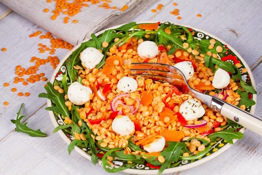 Erven o ka sal t s mozzarellou a rukolou stock fotografie skylinefree 70852341 - Como cocinar alubias rojas ...