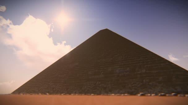 Letadlo letí nad jedním z Egypta pyramidy