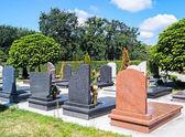 Fényképek Sírkövek a temetőben