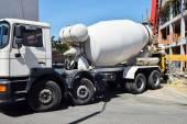 Betonmischer-LKW auf der Baustelle