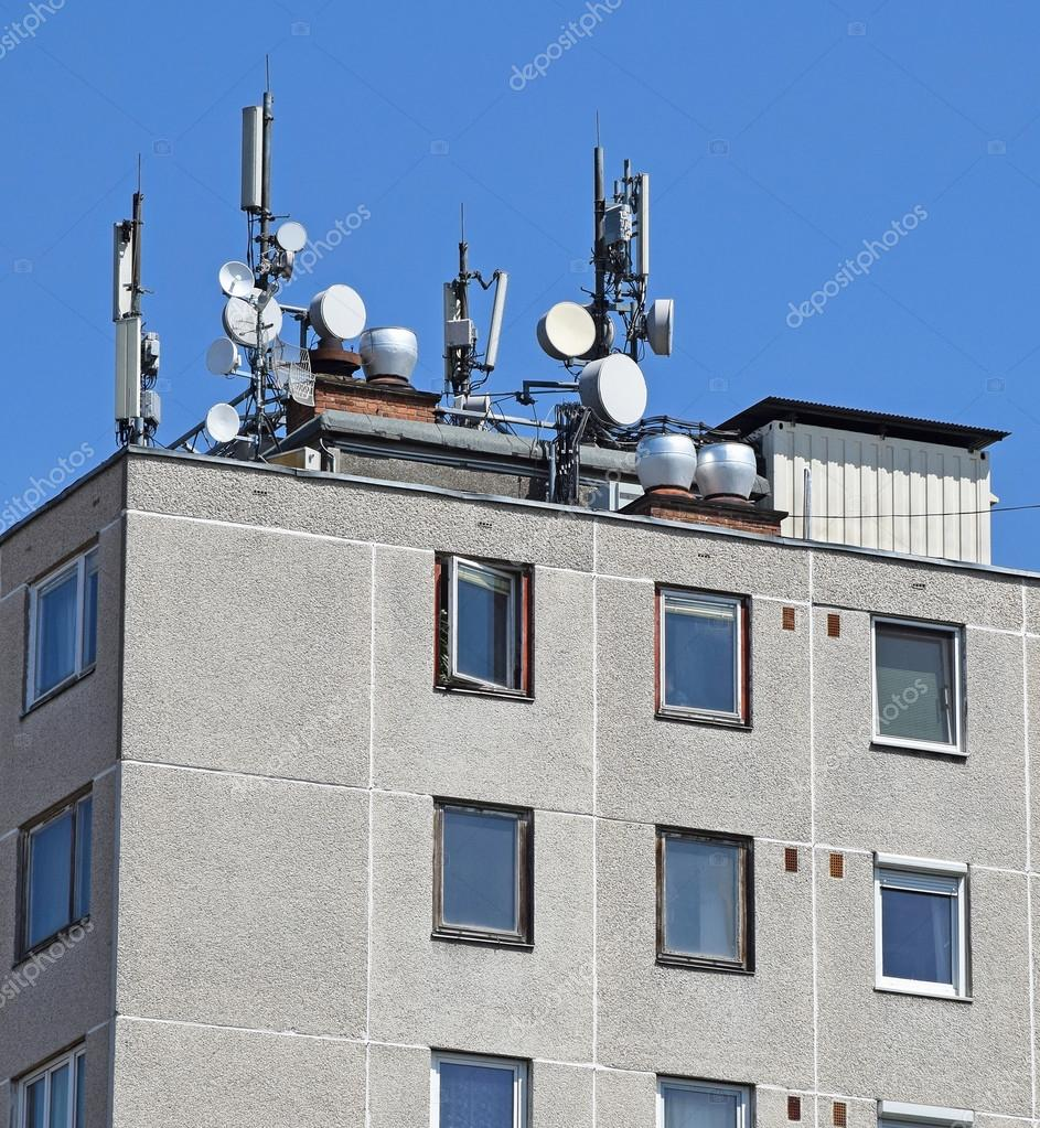 Antennas on the roof of a high apartment building — Stock ...