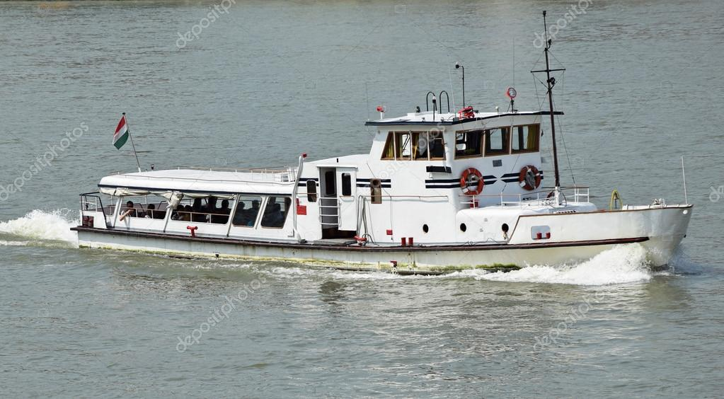 Tourist boat on the river Danube, Budapest, Hungary — Stock