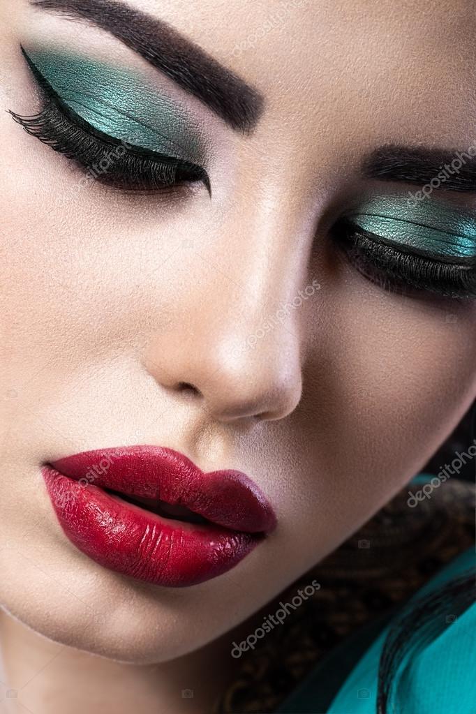 Schone Brunette Madchen Mit Arabischer Abend Make Up Und Perfekte