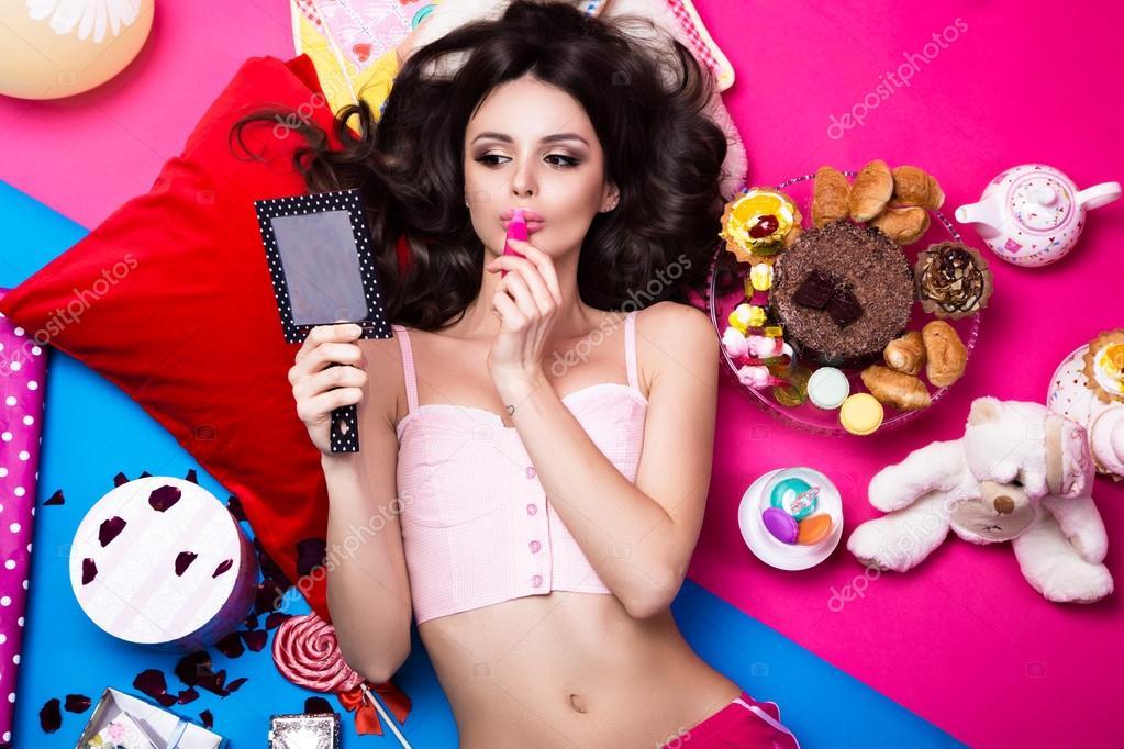 Для девушек мода косметика