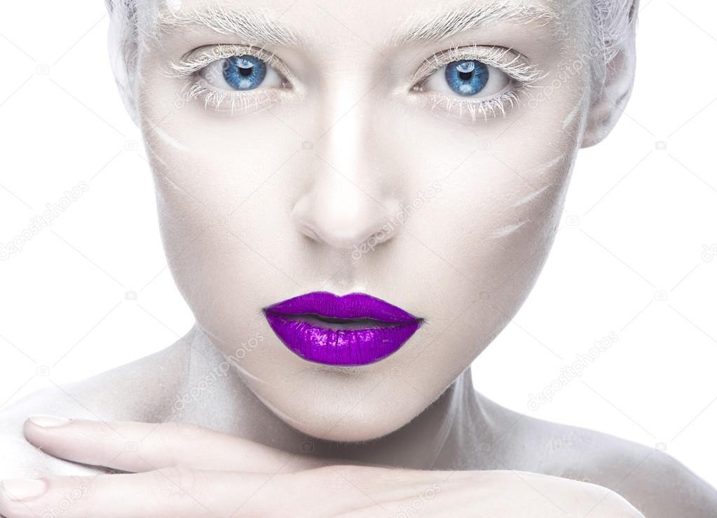 Reife Frau mit schönen großen Lippen