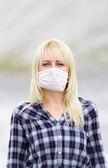 Die Frau in der Atemschutzmaske. Schutz vor Viren.
