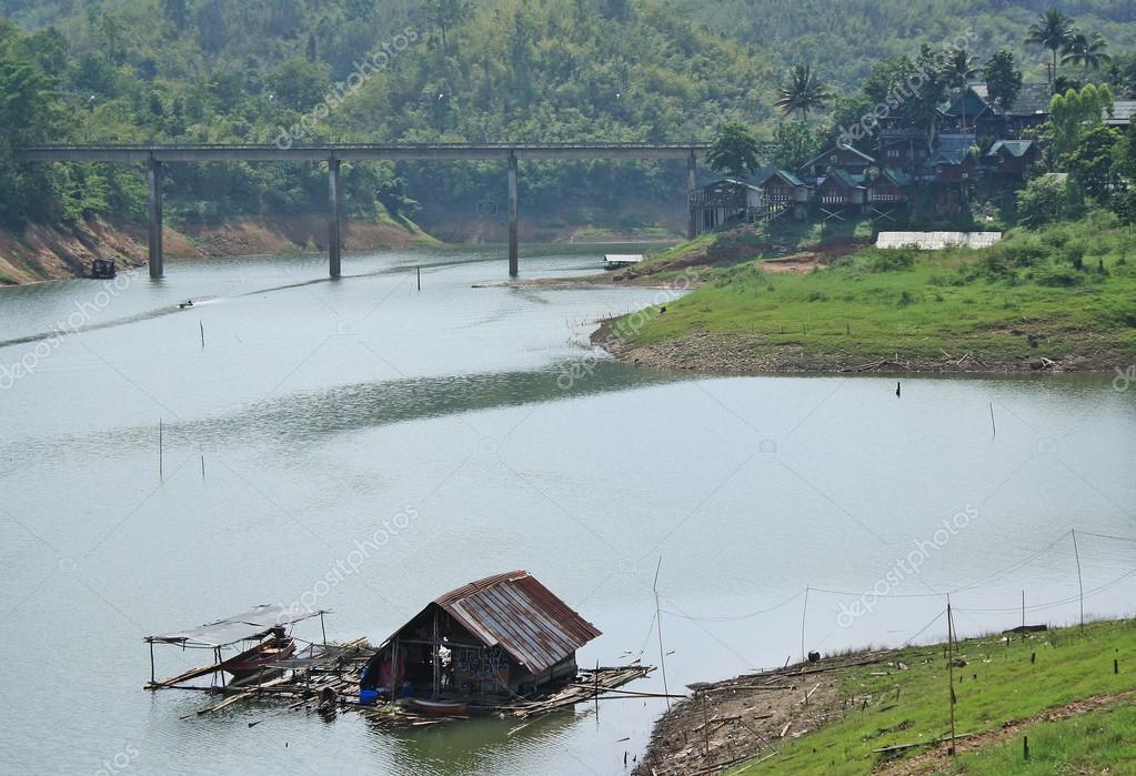 Kanchanaburi-április 26  terület híd táj van egy sor és egy hegy  Sangklaburi április 26-án 2014 Kanchanaburi 953796b85d