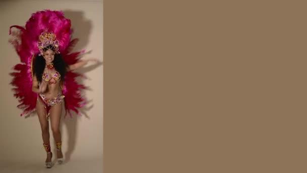 Visel rózsaszín ruha üres hely: Alex Tamás_Janza Kata
