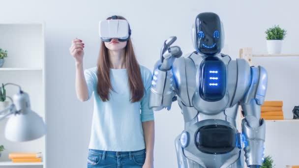 Szép nő, ismétlődő mozgások után robot