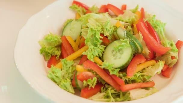 Finom zöldségsaláta