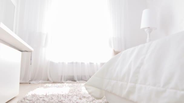 Particolari interni della camera da letto — Video Stock © yacobchuk1 ...