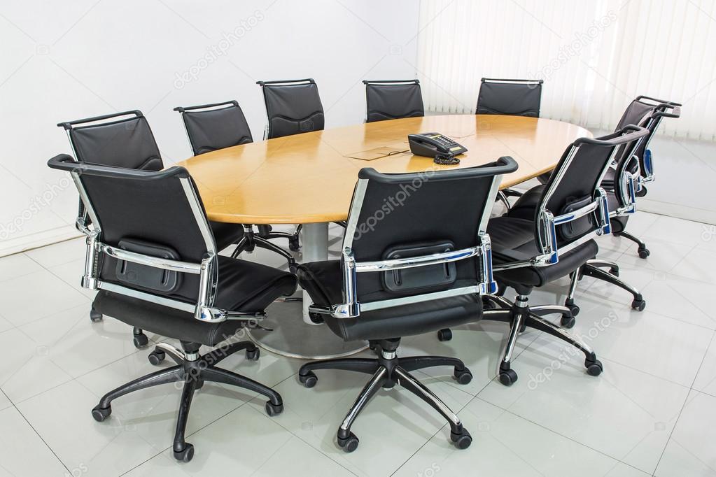 Tavolo da riunione e capelli neri in sala riunioni — Foto Stock ...