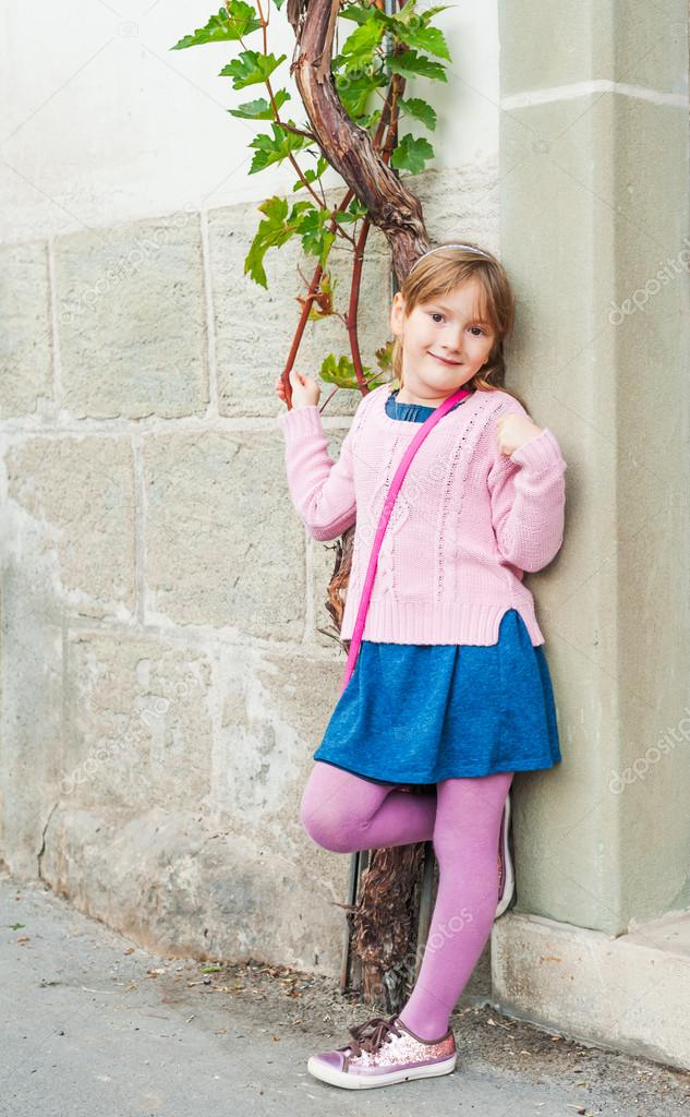 5b48c98fe Outdoor portrait of a cute little girl — Stock Photo © annanahabed ...