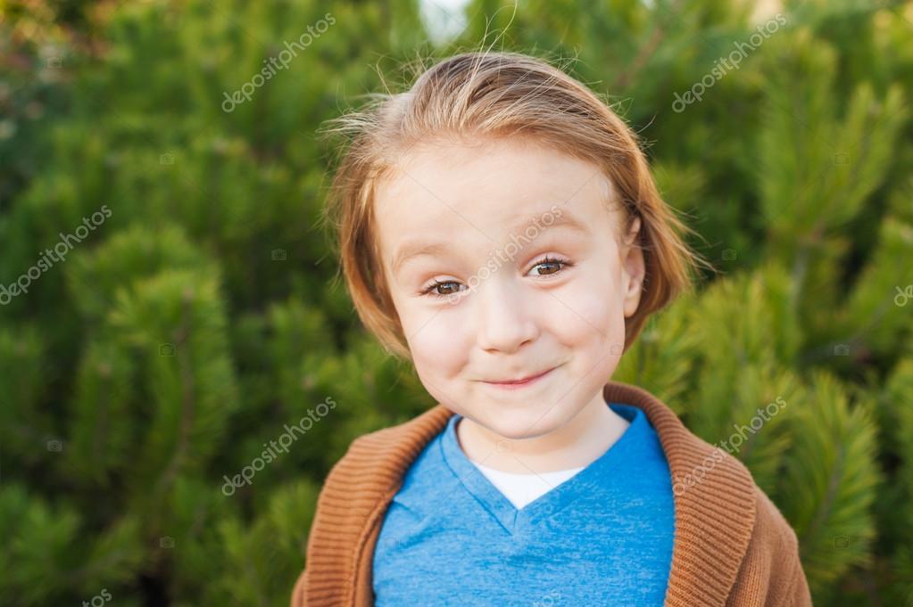 Im Freien Nahaufnahme Portrait Von Liebenswert Kleinen Blonden