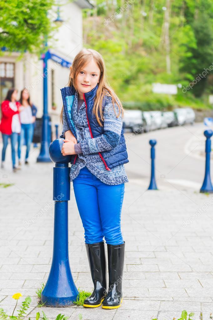 Eine Niedliche Porträt Mädchen Kleine Von Jahren 7 Im Freien CdxoBshQtr