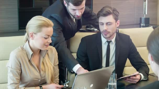 obchodní jednání v konferenčním sále