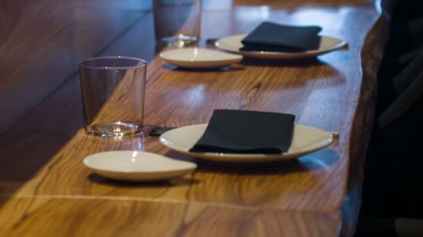 dřevěný barovým pultem