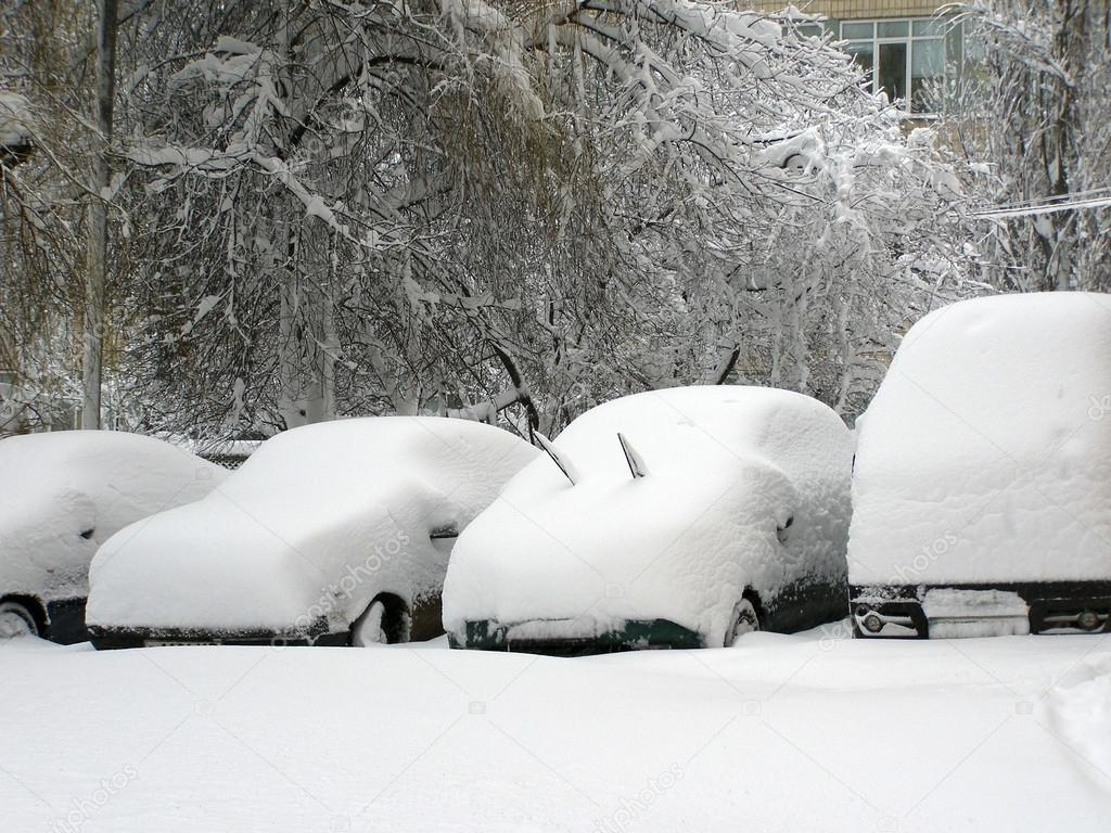 Cars covered with snow. Heavy snowfall in the city. Street of the city unit tunes snow.