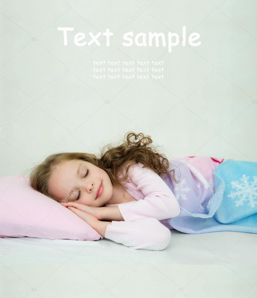 Трахает Спящую Красивую Девочку