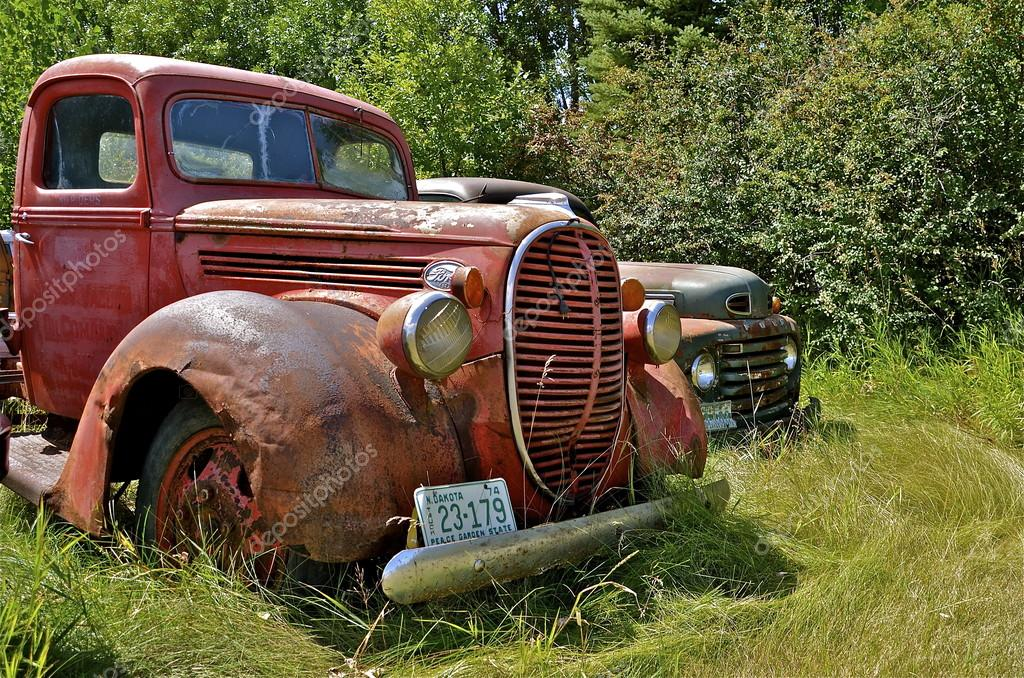 Rusty old Ford pickup – Stock Editorial Photo © fiskness #106483766