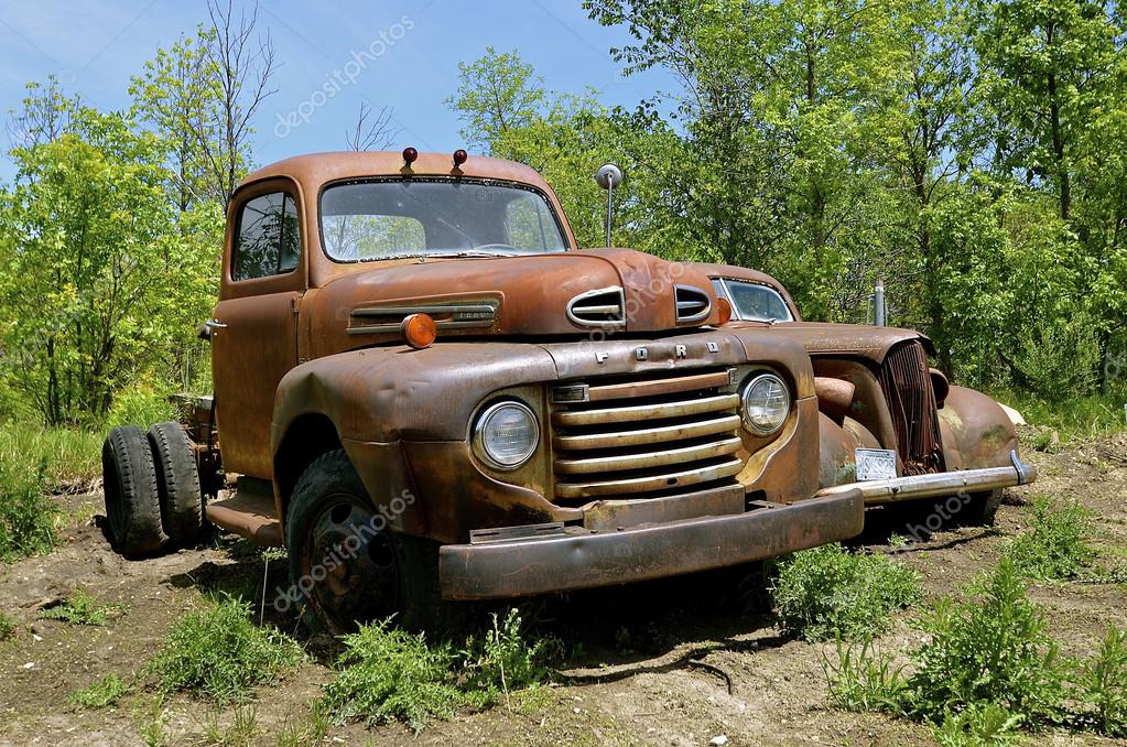 Old Ford rusty truck – Stock Editorial Photo © fiskness #112811776