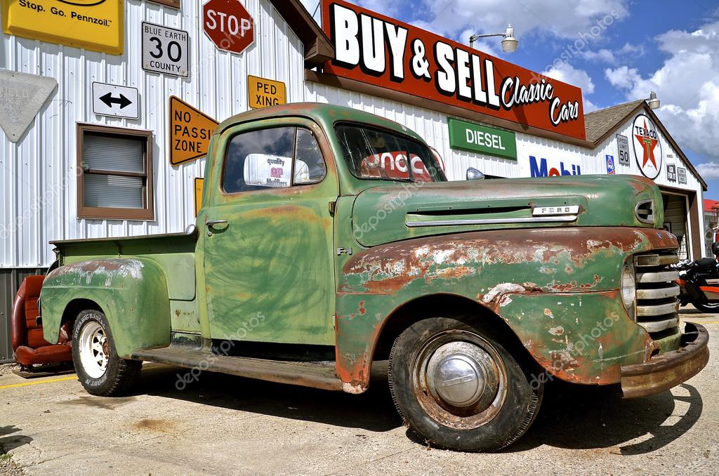 Old pickup for sale – Stock Editorial Photo © fiskness #118899018