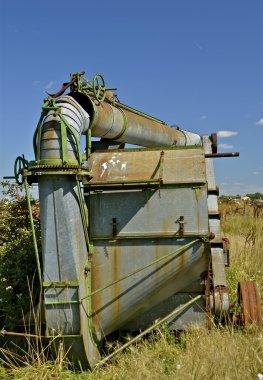 Blower pipe rests on top of threshing machine
