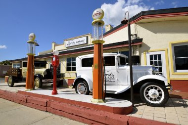 Ford's Garage eatery displaying Ford vehicles and memorabilia