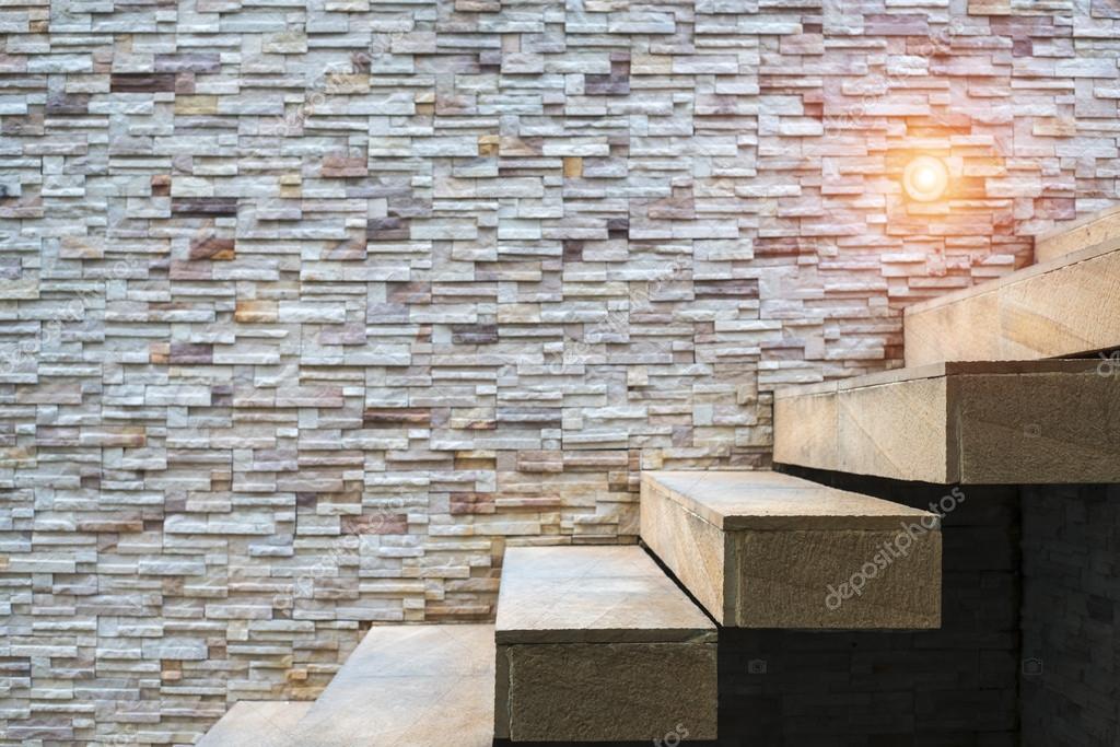 escalier avec mur de pierre photographie bylove 107543948. Black Bedroom Furniture Sets. Home Design Ideas