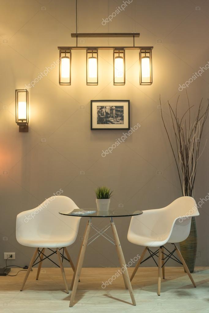 Sillas modernas en sala de espera foto de stock bylove for Sillas de oficina modernas