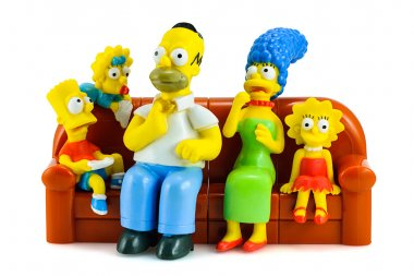 Simpsons family on sofa and see the scary movie figure toy chara