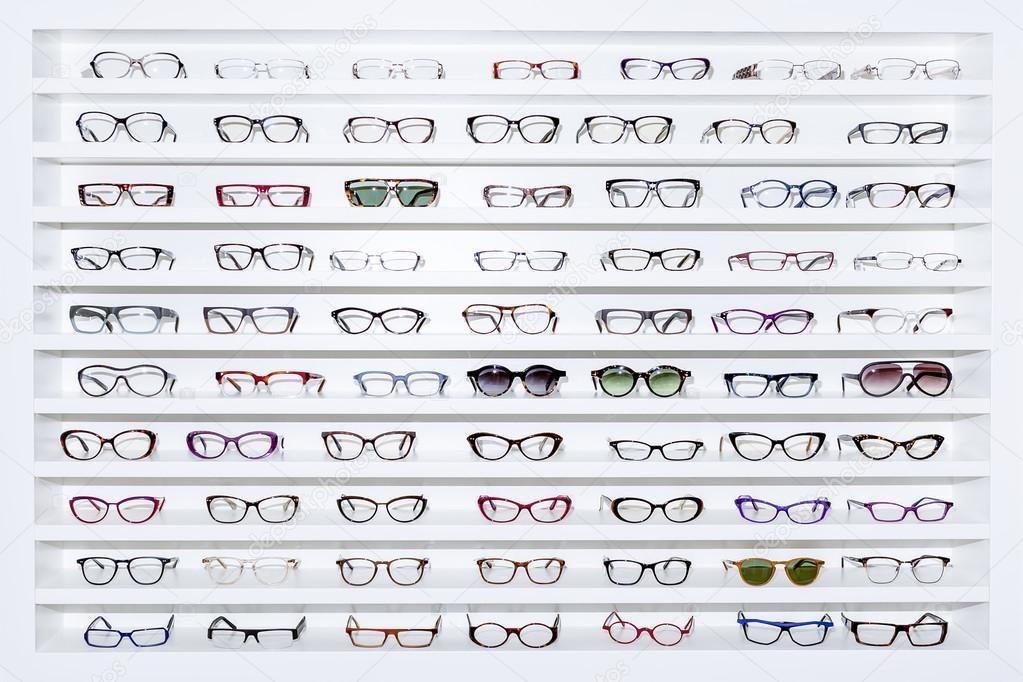 exhibitor of glasses