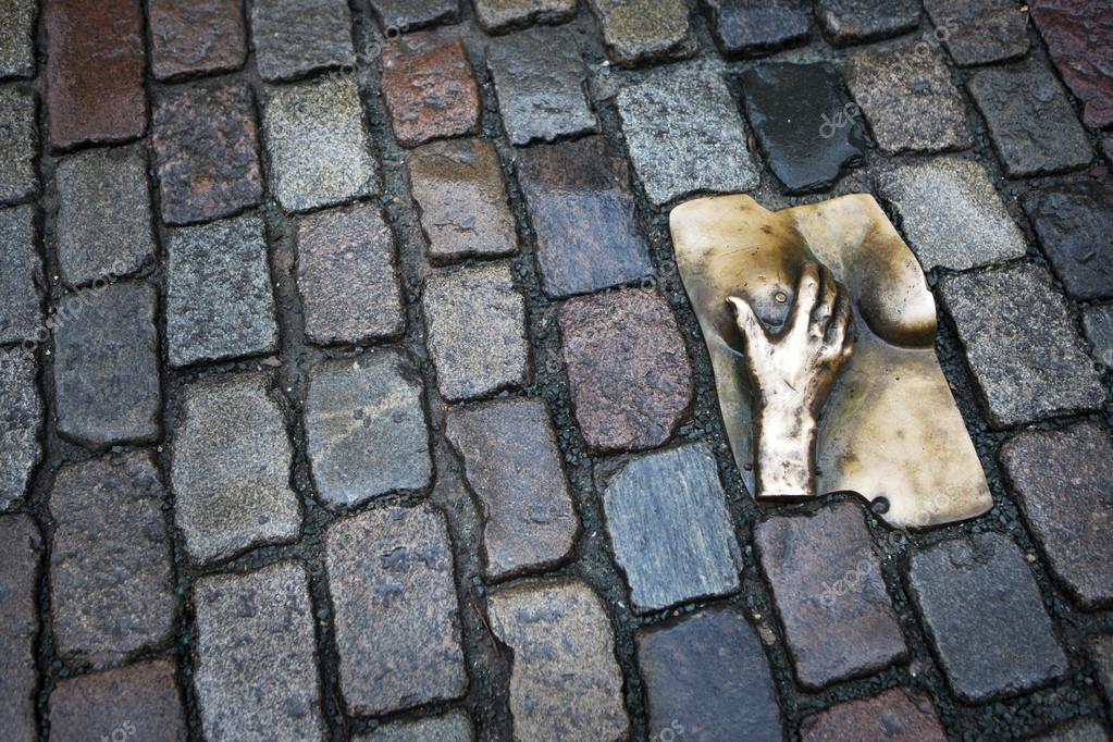 Картинки по запросу «Бронзовая грудь» (Амстердам, Голландия)